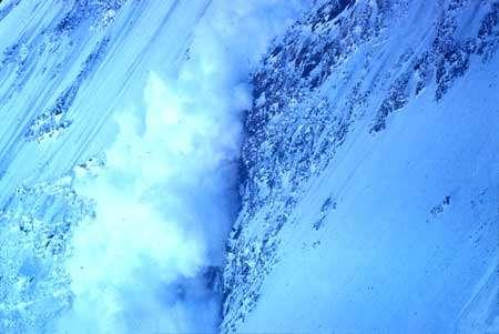 Avalanche de neige récente. © DR
