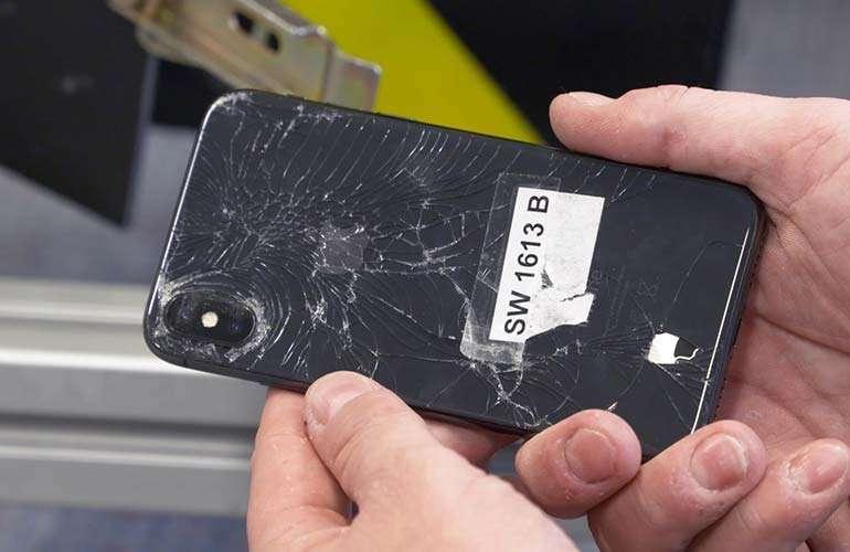 Les smartphones modernes sont plus résistants aux chocs... mais pas dans toutes les conditions. © Consumer Reports