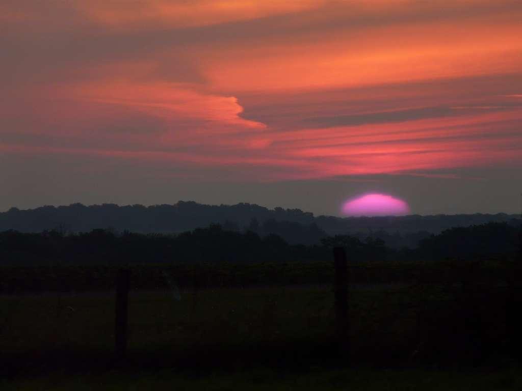 Un lever de soleil présentant un mirage supérieur