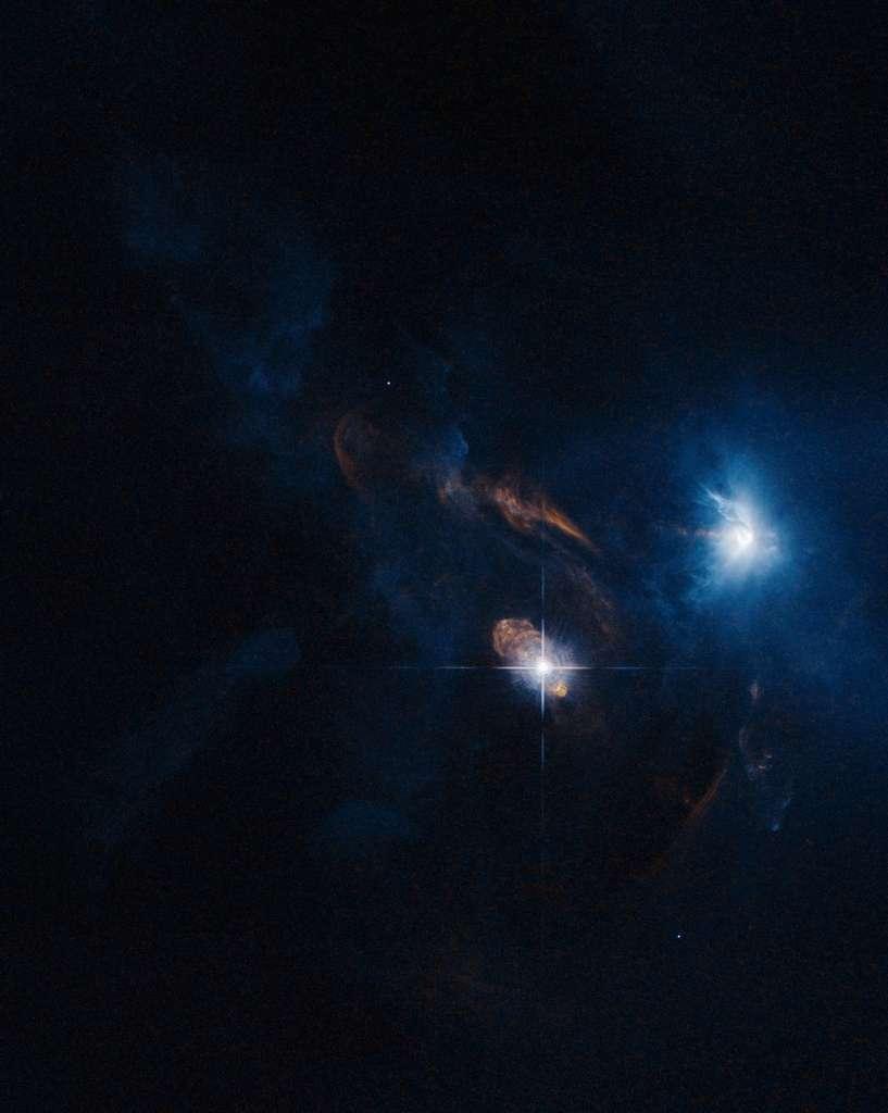 Troisième place pour l'Américaine Judy Schmidt qui a retraité une image de XZ Tauri, une très jeune étoile qui illumine le gaz et la poussière autour d'elle. © Nasa, Esa, Judy Schmidt