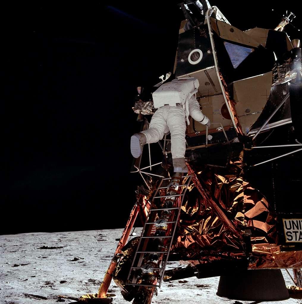 C'est au tour de Buzz Aldrin de marcher sur la Lune
