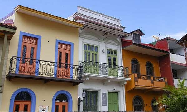 Façades colorées dans le Casco Viejo après rénovation. © Antoine, tous droits réservés