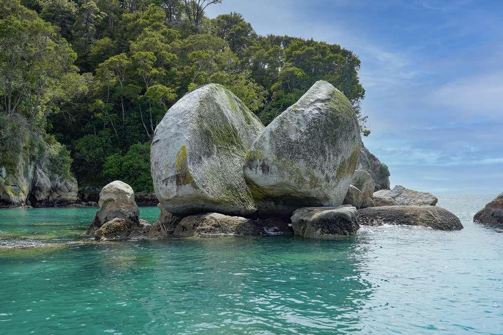 Le rocher fendu d'Abel Tasman