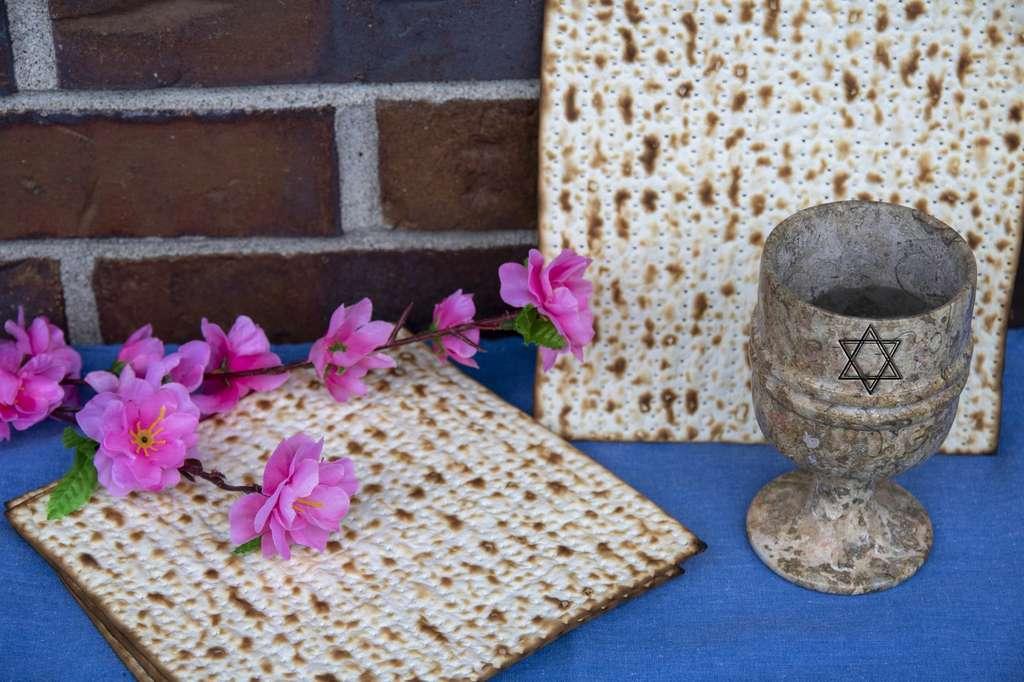 La matza est consommée lors de la Pâque juive. Elle rappelle que les Hébreux ont quitté l'Égypte dans la précipitation, sans attendre que le pain lève. © photorebelle, Fotolia