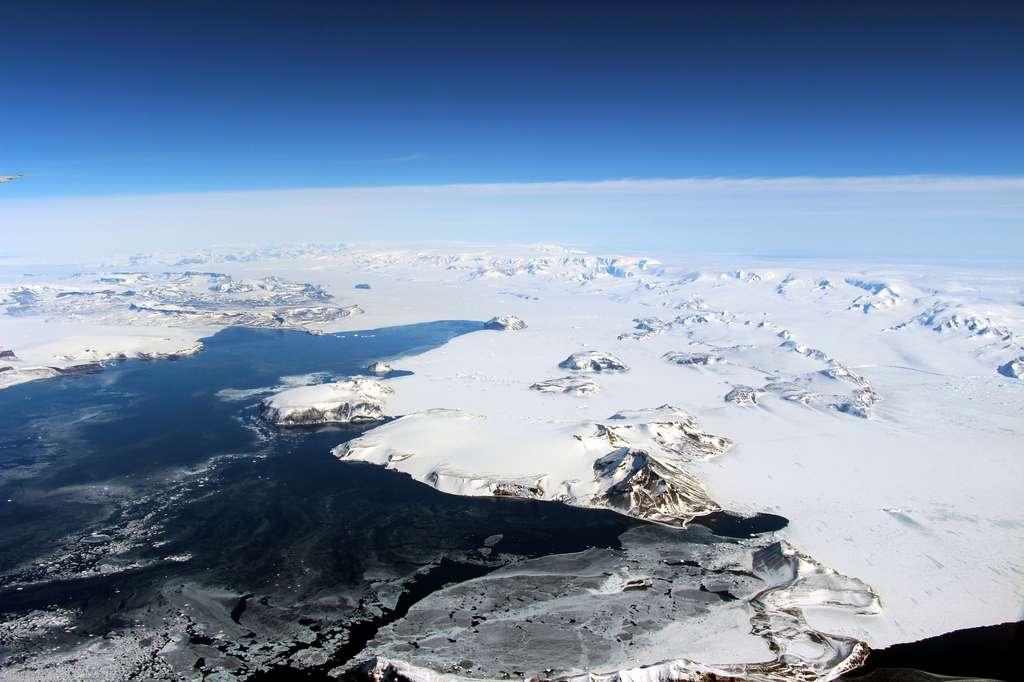 La partie la plus au nord de la péninsule Antarctique. © Nasa, John Sonntag