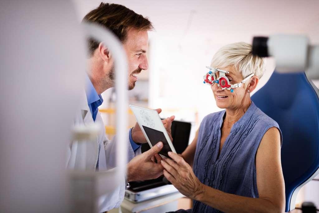Si vous ne portez pas de lunettes de correction, il n'est pas nécessaire de prendre le forfait optique. © NDABCreativity, Adobe Stock