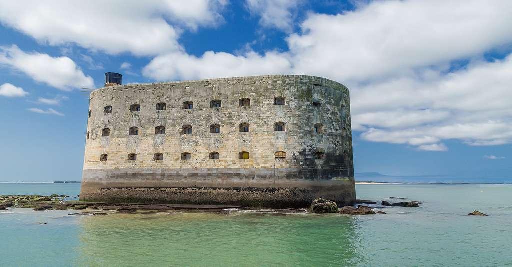 Tout comme le bâtiment de la Corderie royale de Rochefort, le fort Boyard, tout proche, est constitué de pierres de Crazannes. © Valery Rokhin, Shutterstock