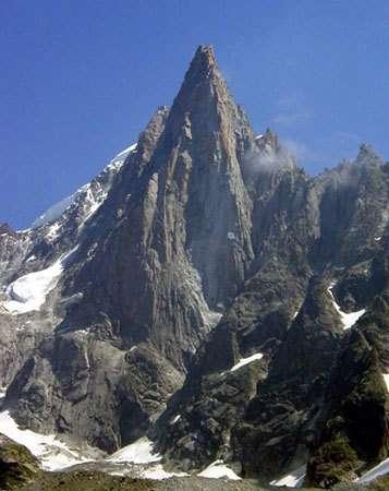 Les Drus, massif du Mont-Blanc, la plus belle aiguille de granite des Alpes. © DR