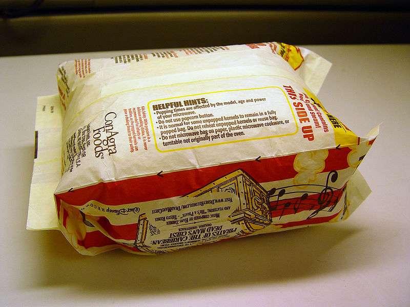 Les emballages des pop-corns à préparer au four à micro-ondes contiennent aussi des PFOA. © Howcheng / Licence Creative Commons