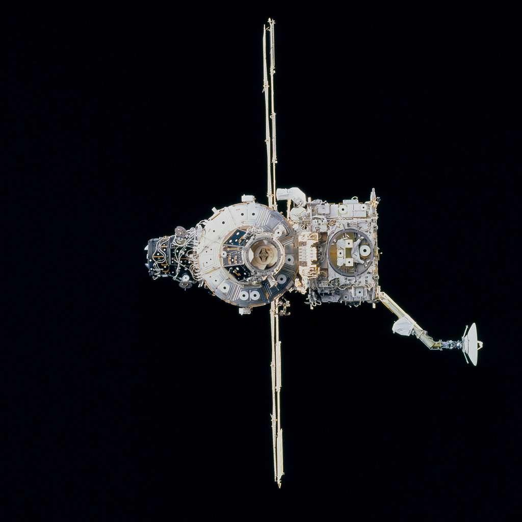 Octobre 2000 : La section de poutre Z1 intégrée à l'ISS