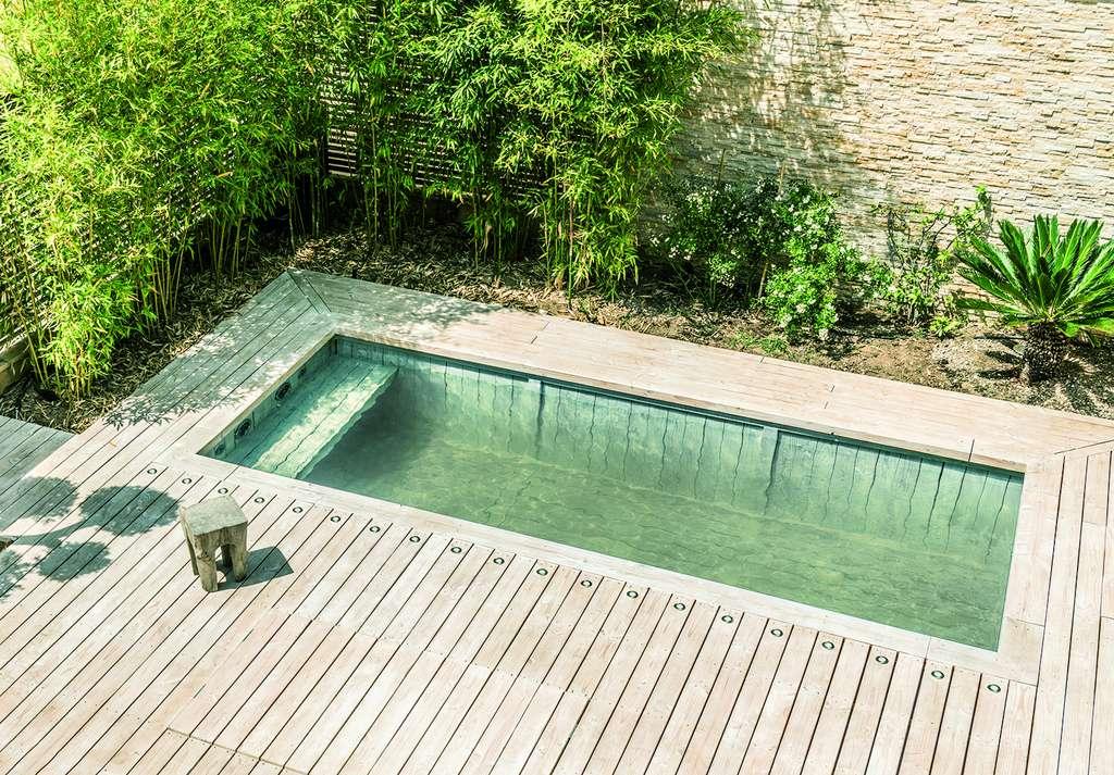 Conçues avec des modules d'un pas de 50 cm, les piscines en bois immergé répondent à tous les besoins et s'intègrent parfaitement à l'environnement. ©BioPoolTech