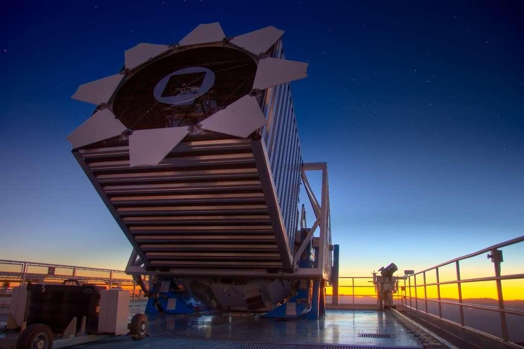 Une vue du télescope employé pour faire le Sloan Digital Sky Survey (SDSS). © David Kirkby