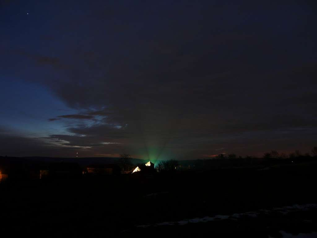 Contrairement à nos ancêtres, la pollution lumineuse nous empêche désormais d'admirer la Voie lactée. © J.-B. Feldmann