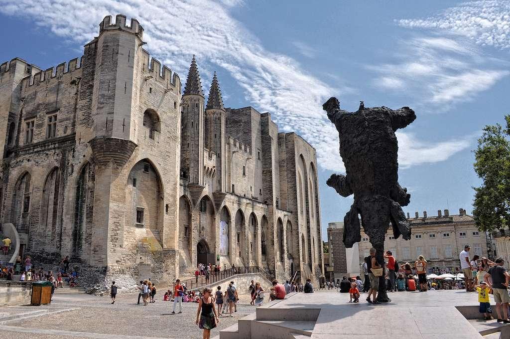 Avignon est inscrite au patrimoine mondial de l'Unesco. On l'appelle souvent la Cité des papes. © LucaXino, Flickr CC by nc nd 2.0