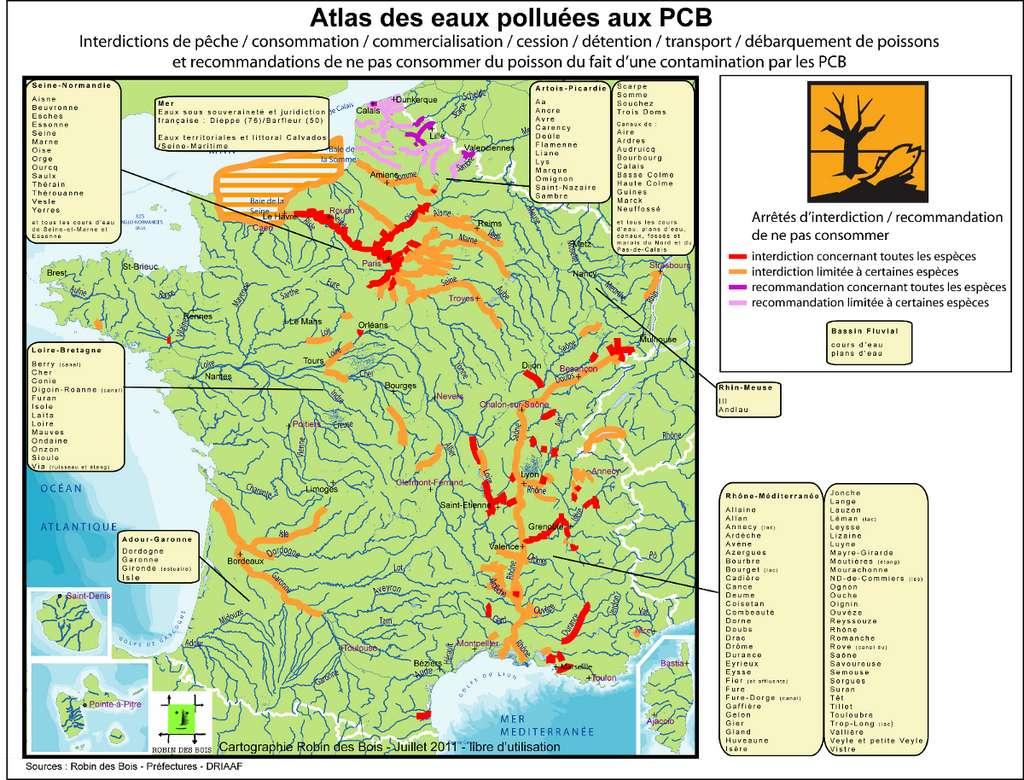 La nouvelle carte de contamination des cours d'eau par les PCB : si l'ouest et le sud-ouest sont un peu moins atteints, l'ensemble du territoire est touché. La Seine est tellement polluée qu'elle a contaminé la zone côtière du littoral normand. © Robin des Bois
