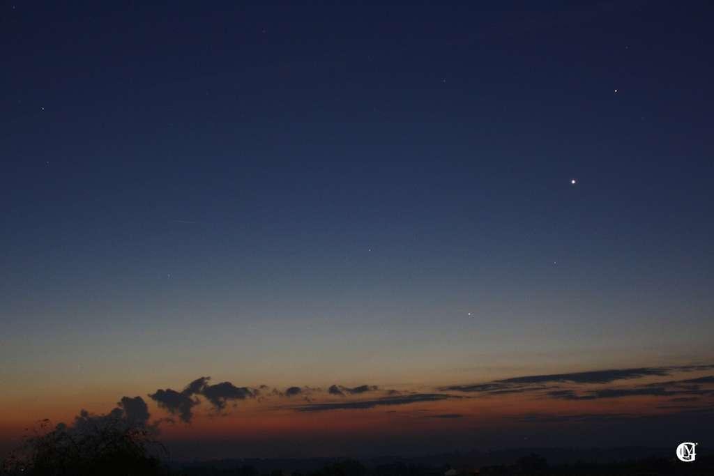 Les trois planètes Saturne, Vénus et Mercure vues depuis la campagne agenaise le premier jour de ce mois. © Lmdlg