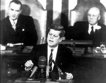 Le Président Kennedy durant sa déclaration historique devant le Congrès. Crédit Nasa
