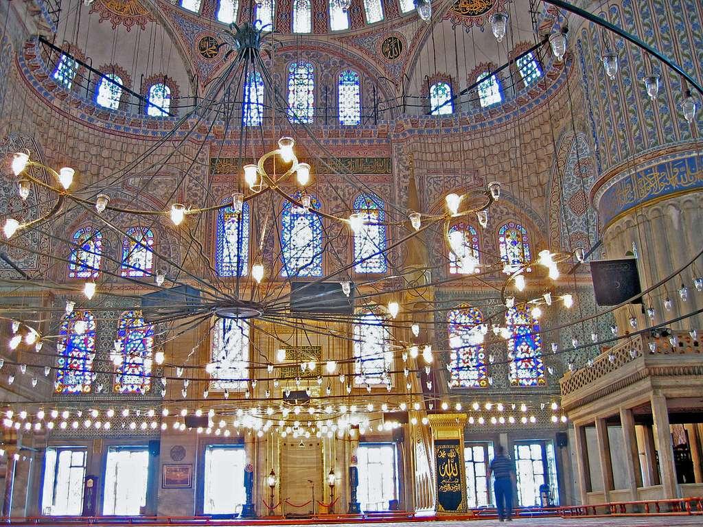 L'intérieur de la Mosquée bleue, à Istanbul. © Addicks, Wikimedia Commons, CC by-sa 3.0