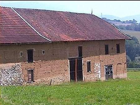 Corps de ferme en pisé de l'Avant-Pays Savoyard © 123savoie.com