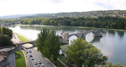 Le pont d'Avignon était autrefois appelé pont de Saint-Bénézet. © Jean-Marc Rosier, CC by sa 3.0 (non transposée)