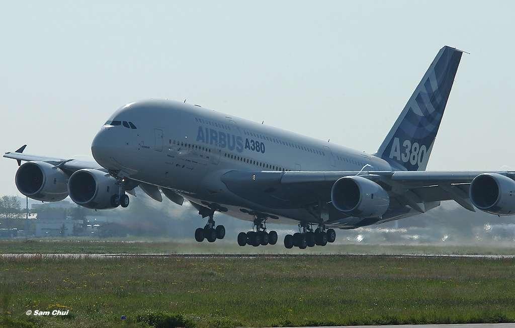 L'A380 décolle !