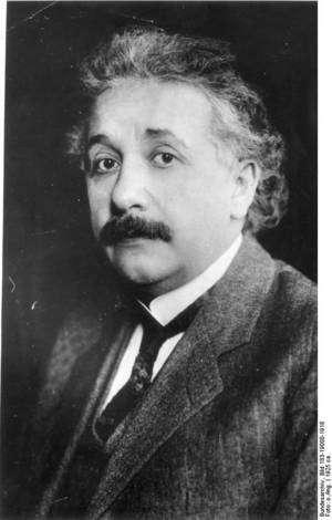 Einstein en 1925. L'homme est alors déjà connu pour sa théorie de la relativité. Pour celles et ceux qui souhaitent une petite révision, une amusante vidéo explique simplement ce que représentent un temps et un espace relatifs. © Deutsches Bundesarchiv