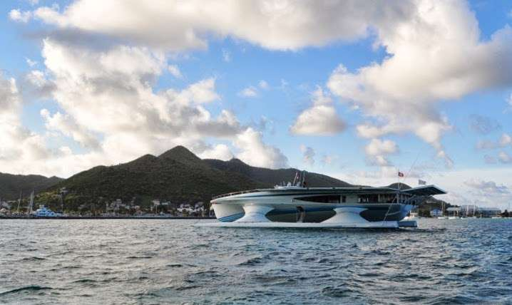 Le MS Tûranor PlanetSolar lors de son arrivée à Saint-Martin le 18 mai 2013, dans les Antilles. Ce navire n'émet aucune substance polluante susceptible de biaiser les données scientifiques qui seront prochainement récoltées dans le cadre de l'expédition PlanetSolar DeepWater. © PlanetSolar
