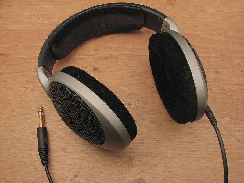 Les casques ou écouteurs peuvent altérer le système auditif, surtout si l'écoute est prolongée. © DR