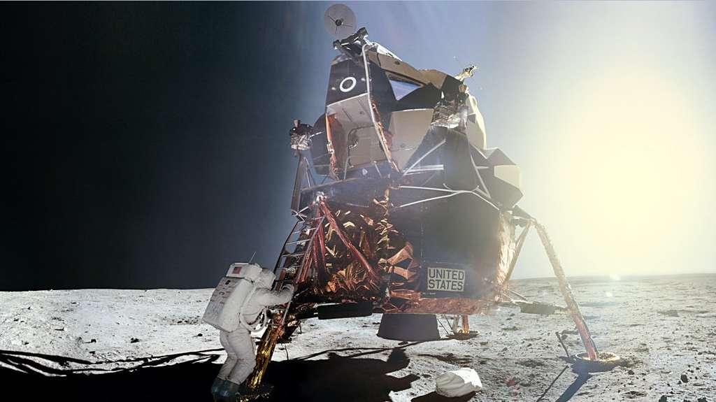 Aldrin, ici photographié par Armstrong, reproduit les mêmes gestes qui viennent de faire l'Histoire. Le vieux rêve de l'Humanité s'est enfin réalisé : on a marché sur la Lune ! (Apollo 11). © Nasa/JSC, retraitements de O. de Goursac