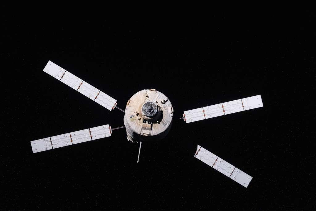 Départ de l'ATV-3 de l'ISS le 28 septembre. En même temps, dans les salles blanches du Centre spatial guyanais, l'ATV-4 Albert Einstein est préparé en vue de son lancement en avril 2013. © Nasa