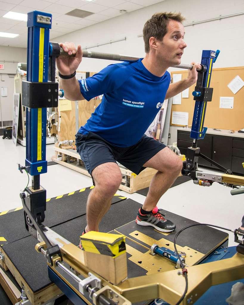 Renforcement de la masse musculaire avant d'en perdre à bord de la Station spatiale... © Robert Markowitz