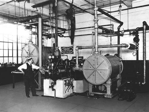 Conçue pour contrôler l'humidité de l'air et maintenir une température constante, l'imposante machine inventée par W.H. Carrier est l'ancêtre de la climatisation moderne. © Carrier