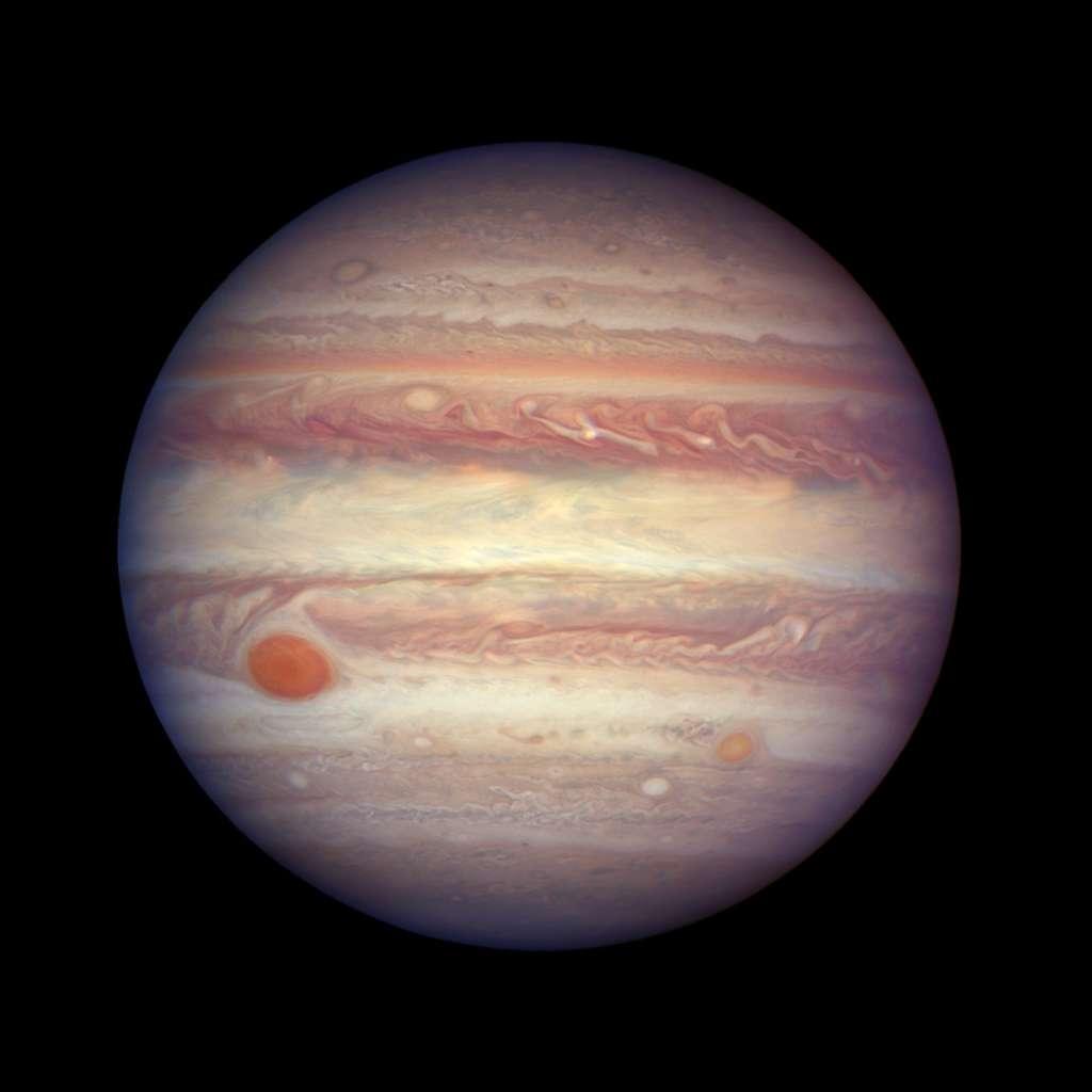 Jupiter le 3 avril 2017. La résolution d'Hubble offre des détails de son atmosphère atteignant 130 km. La planète géante était à moins de 670 millions de kilomètres de la Terre, à quelques jours de son opposition. © Nasa, ESA, A. Simon (GSFC)