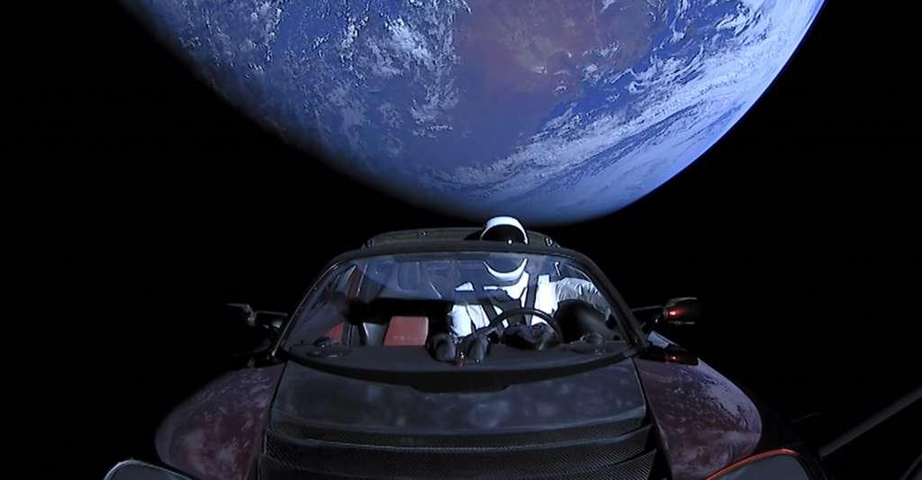 Pas d'étoile non plus dans le fond des photos prises par Elon Musk de sa Tesla envoyée dans l'espace. © SpaceX