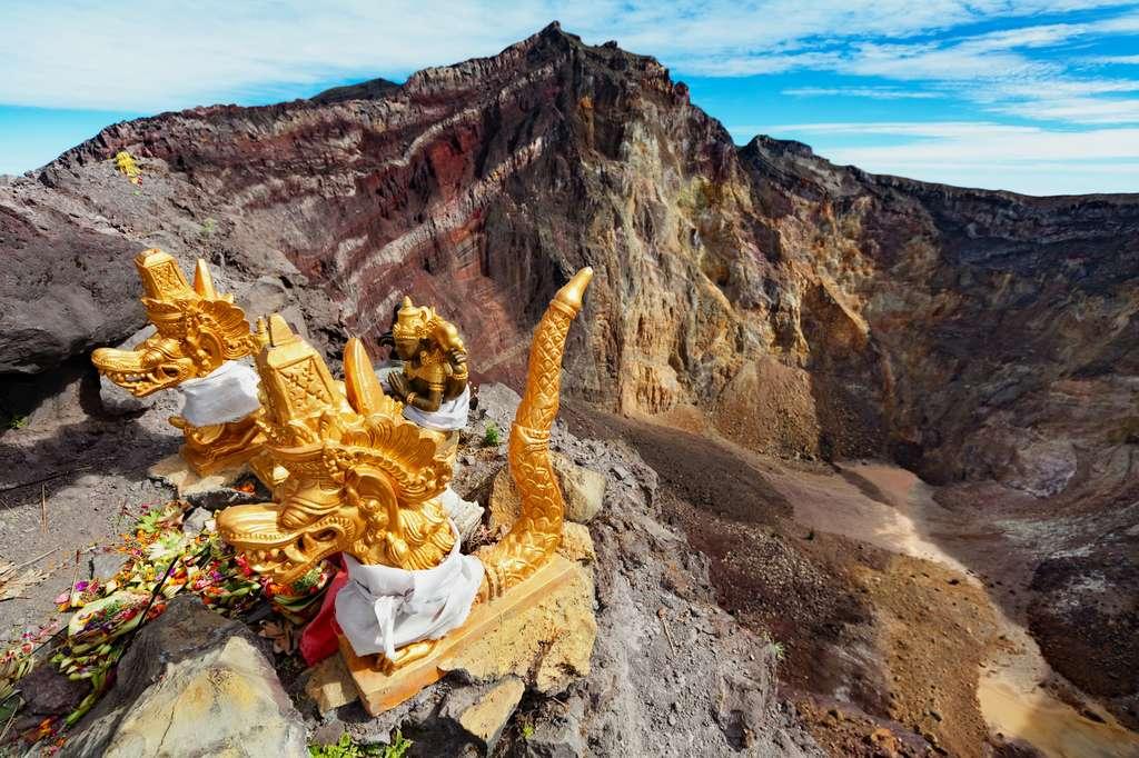 Le bord du cratère de l'Agung, qui est un volcan sacré pour les hindous de Bali. © Tropical studio, Fotolia