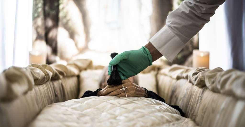 Le docteur Katherine Hall imagine qu'Alexandre le Grand a pu être en mesure d'entendre ses embaumeurs commencer leur travail. © valeggio2000, Fotolia