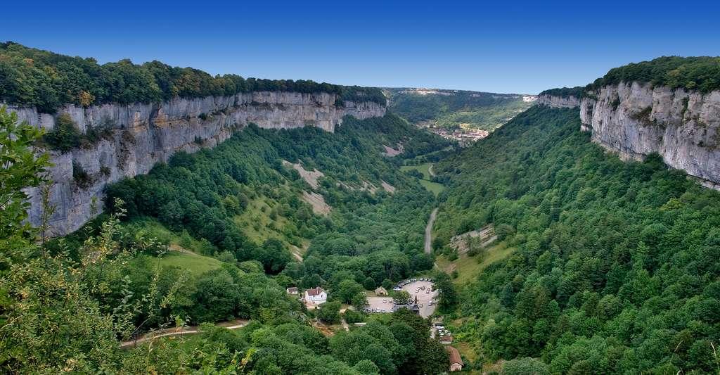 Reculée de Baume-les-Messieurs, vue du belvédère de Crançot, Jura. © Jean-Christophe Benoist CC BY-SA 3.0