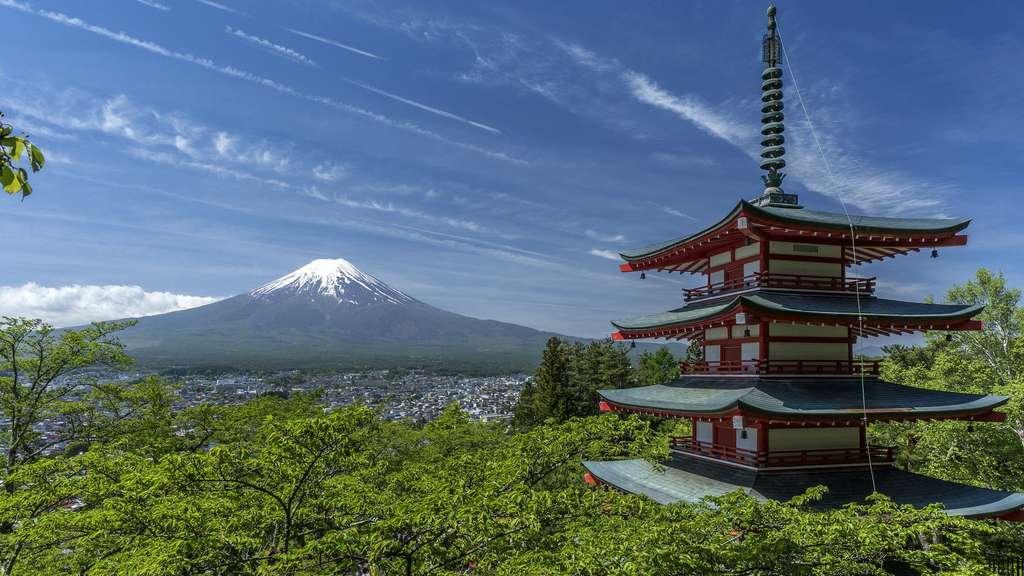 Le mont Fuji, ou Fujisan, la montagne au centre du Japon