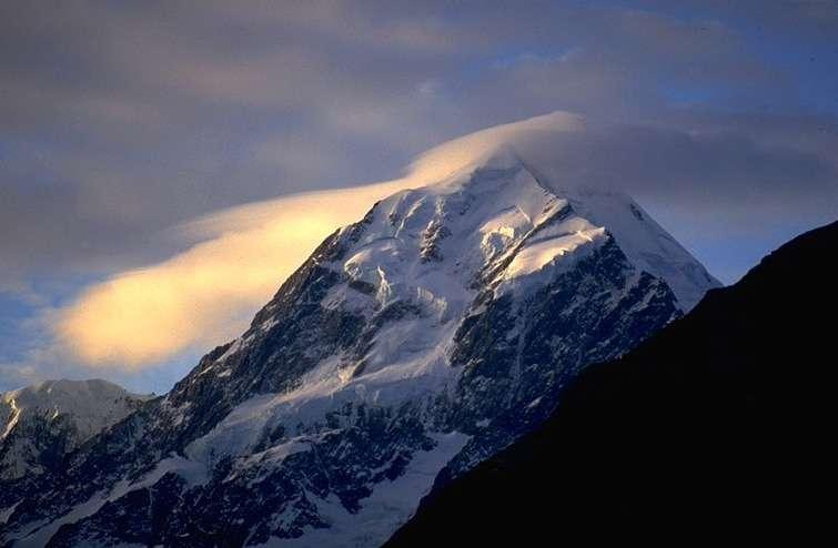 Nuage lenticulaire sur le mont Cook, en Nouvelle-Zélande