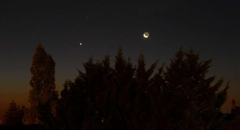 Rapprochement Lune-Vénus-Saturne