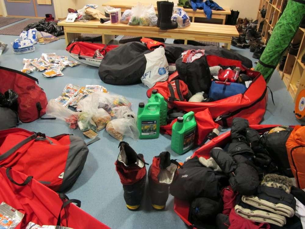 « Les traîneaux sont notre maison. Ils vont devoir contenir de quoi vivre un mois en totale autonomie. » © Pôle Nord 2012