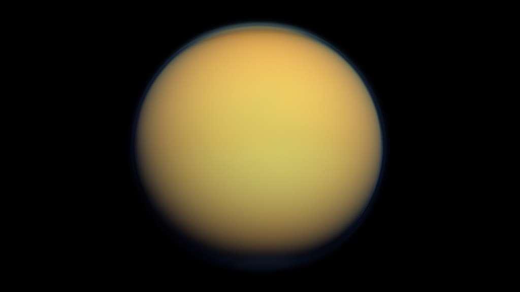 On ne trouve pas des hydrocarbures que sur Terre. Du méthane et de l'éthane liquide ont par exemple été identifiés sur Titan, la plus grande lune de Saturne. © Nasa, JPL-Caltech, SSI