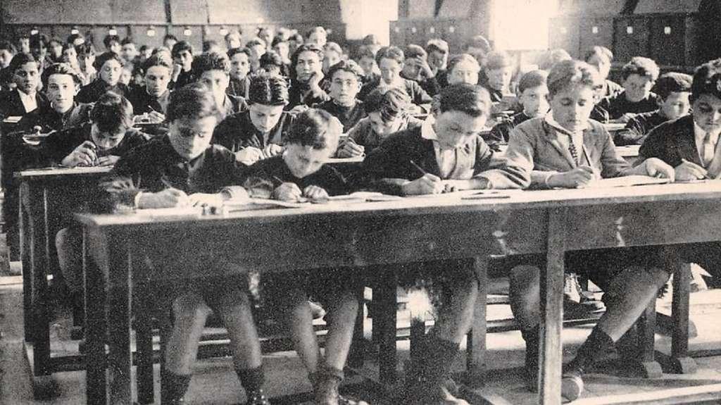 Ecole primaire supérieure de Brignoles (Var), préparation au certificat d'études primaires, début XXe siècle. © Wikimedia Commons, domaine public.