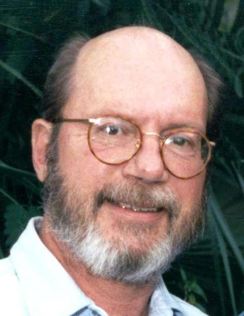 Frédéric Drach Tappert (1940-2002) était un physicien américain dont la contribution la plus célèbre concerne sans doute les solitons optiques utilisés dans la technologie de communication par fibre optique. Il a été membre de l'équipe technique des Bell Labs de 1967 à 1974, et c'est pendant cette période qu'il a collaboré avec Akira Hasegawa sur des questions de propagation des solitons optiques dans des fibres. © Andrewtappert, Wikipédia, cc by sa 3.0