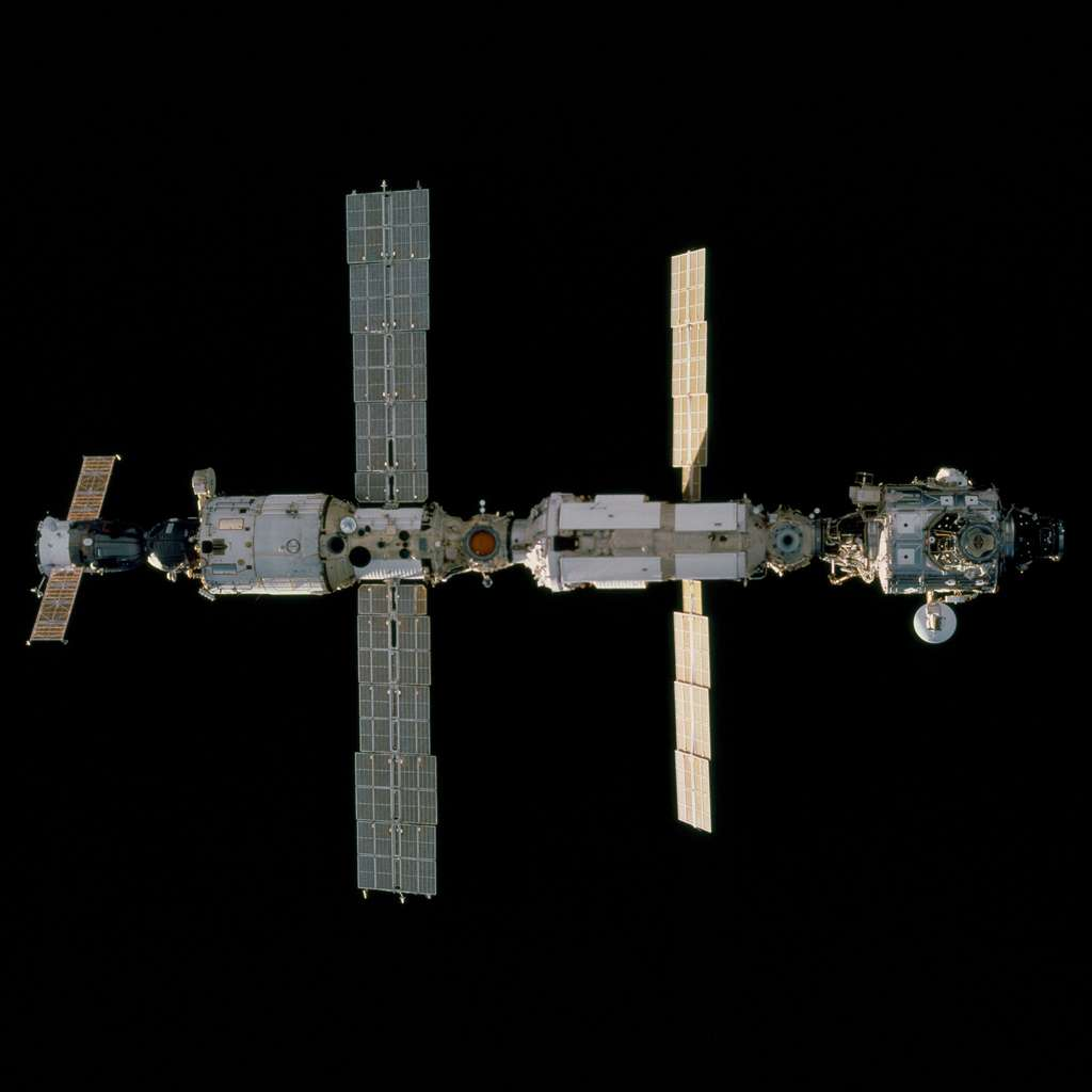 Décembre 2000 : L'équipage de STS-97 vient installer la poutre P6