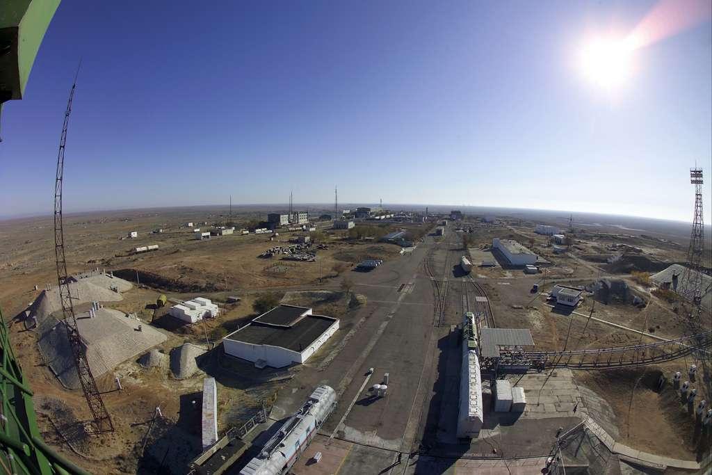 Vue d'une toute petite partie du cosmodrome de Baïkonour, depuis les installations de Starsem. Le crash d'un lanceur Proton le 2 juillet dernier n'a pas endommagé les infrastructures. © S. Corvaja, Esa