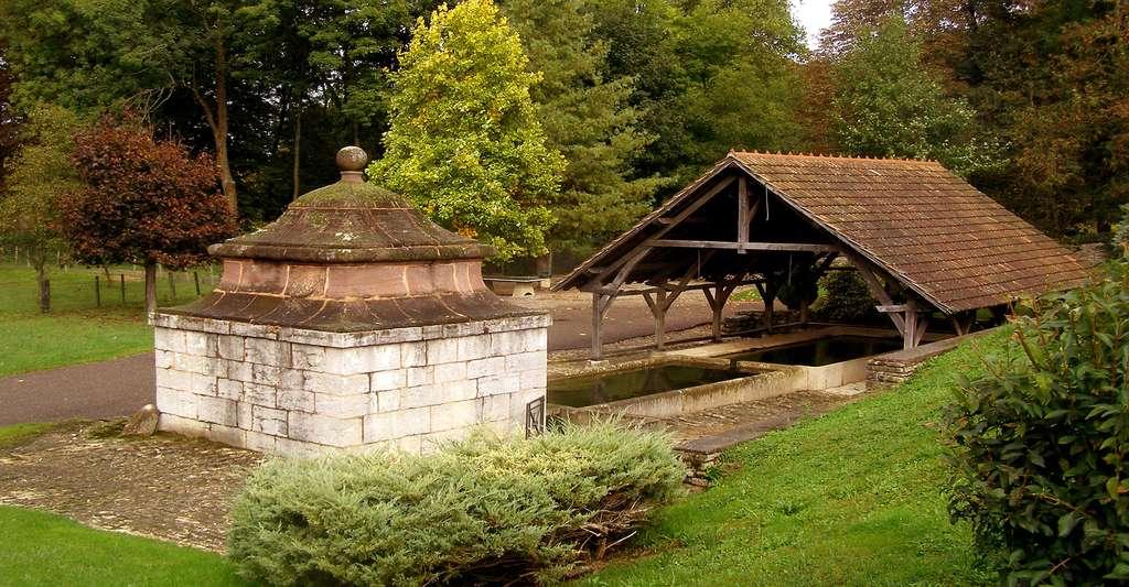 Le lavoir de Fallon. © Daniel Culsan, Wikimedia Commons, GFDL