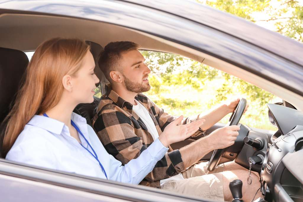 L'évaluation de conduite consistait à rouler pendant 100 kilomètres, à vitesse constante sur un circuit, durant 40 minutes et quatre heures après l'inhalation de cannabis ou de faux cannabis. © Pixel-Shot, Adobe Stock