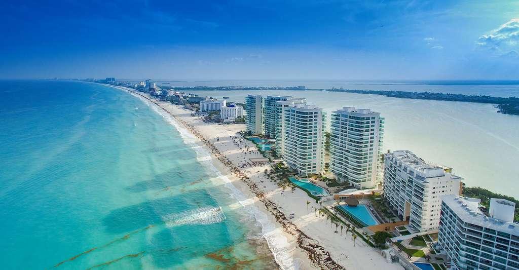 Vue de Cancun et sa plage mythique. © Dronepicr CC BY 2.0
