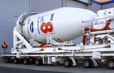 La coiffe contenant le satellite NSS 8, peu avant son intégration au lanceur. Crédit Sea Launch.